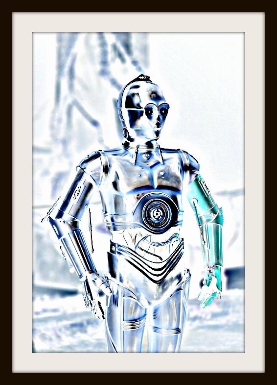 Star Wars: The Force Awakens C-3PO (Anthony Daniels) Ph: David James ©Lucasfilm 2015