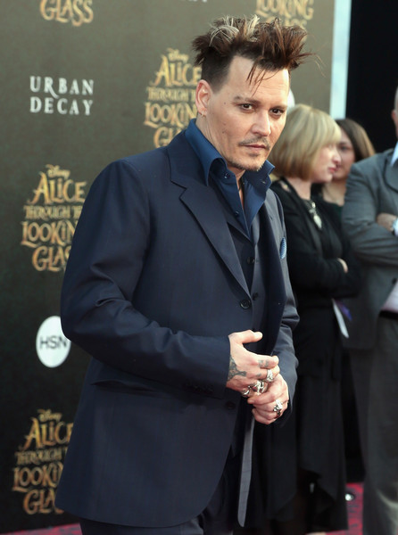 Johnny+Depp+Premiere+Disney+Alice+Through+KSR9QFDUIlsl