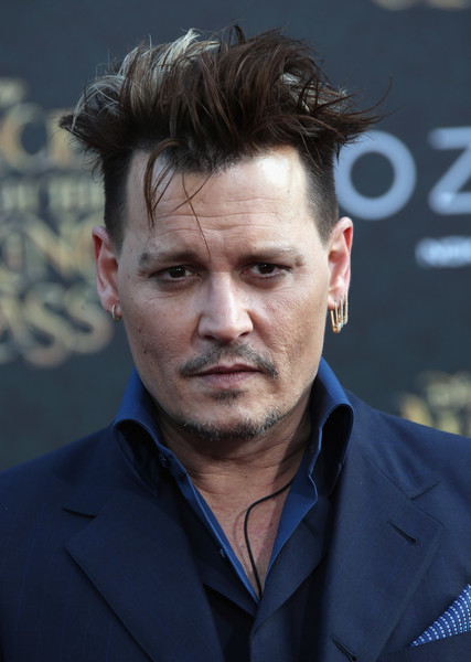 Johnny+Depp+Premiere+Disney+Alice+Through+Pdt82DoRvEdl