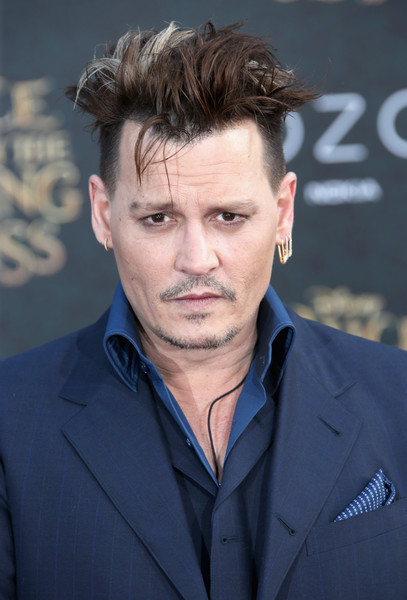 Johnny+Depp+Premiere+Disney+Alice+Through+fra86-XX0FKl