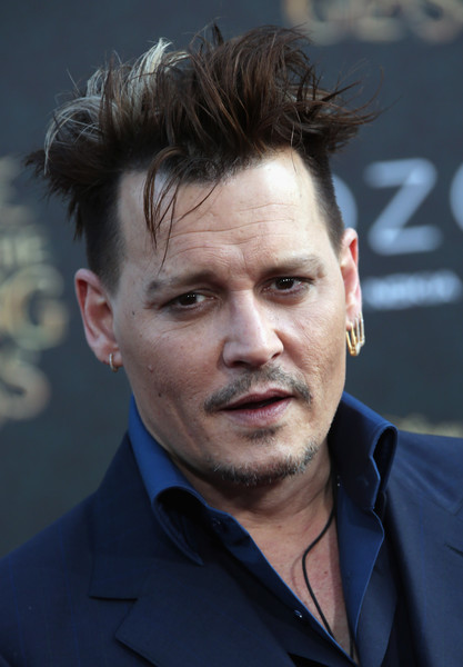 Johnny+Depp+Premiere+Disney+Alice+Through+mRCfP_qbqogl