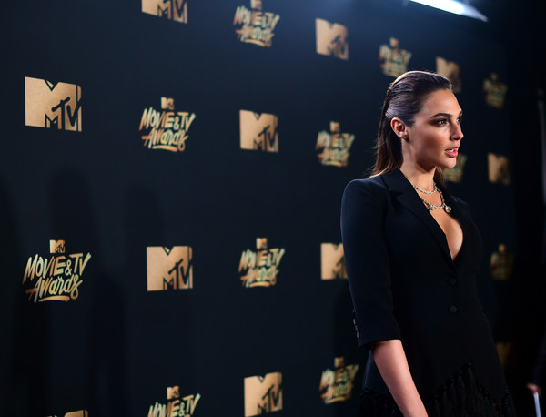 Gal+Gadot+2017+MTV+Movie+TV+Awards+Red+Carpet+MO80rjozosgl