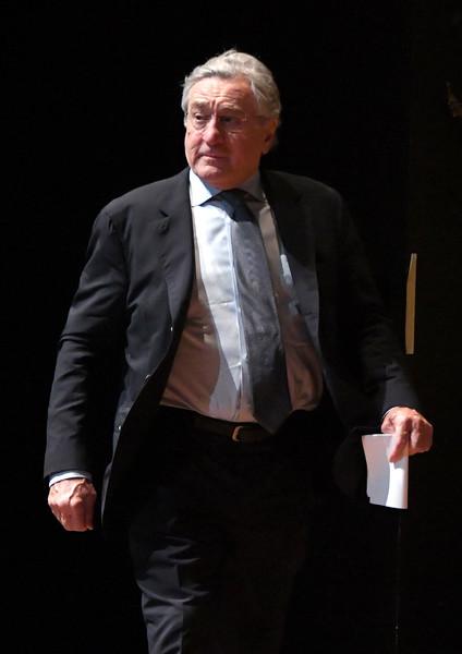 Robert+De+Niro+45th+Chaplin+Award+Gala+Show+-kLu13_1AdMl