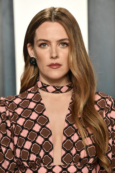 Riley+Keough+2020+Vanity+Fair+Oscar+Party+soVNO0Ipuehl