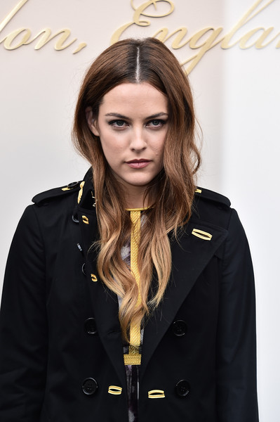 Riley+Keough+Burberry+Womenswear+February+zbf883dOGF6l