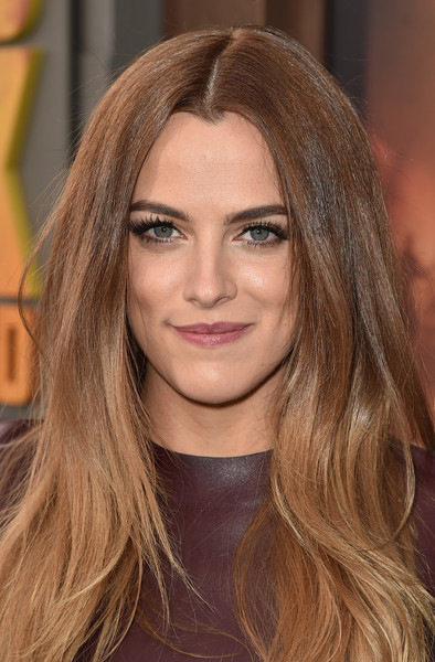 Riley+Keough+Premiere+Warner+Bros+Pictures+awC2-9ui-zFl