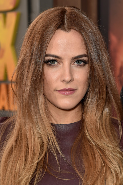 Riley+Keough+Premiere+Warner+Bros+Pictures+cX0poOR_uDMl