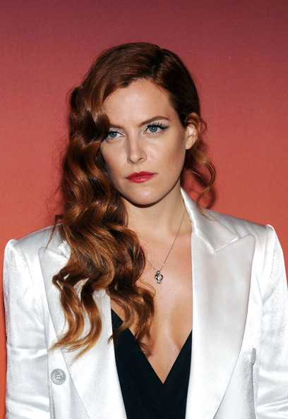 Riley+Keough+Stars+Whitney+Gala+Studio+Party+zEKktm-eh2Vl