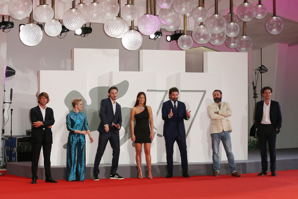Adele+Exarchopoulos+Mandibules+Red+Carpet+HelzVSFHKsMl