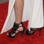 scarpe da Vertigo su unghie smaltate di noir caldo e bollente
